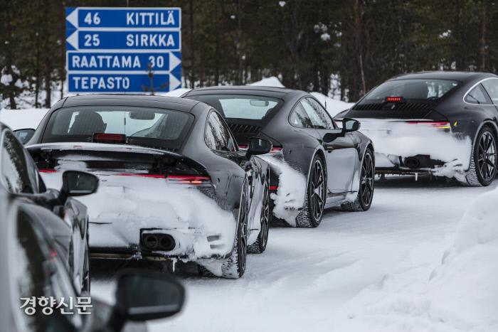스포츠카의 상징 포르쉐 신형 911