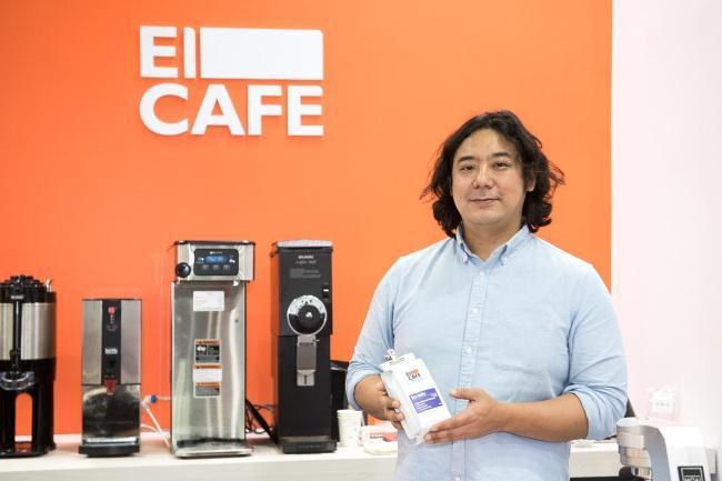 서울 양평동에 위치한 '엘카페' 양진호 대표, 그는 매장에서 직접 로스팅을 하는 로스터리 카페를 운영중이다.