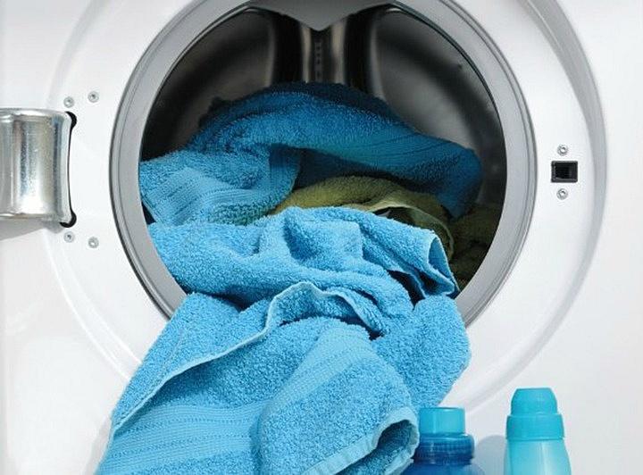 냄새나는 수건을 세제없이 세탁하는 신