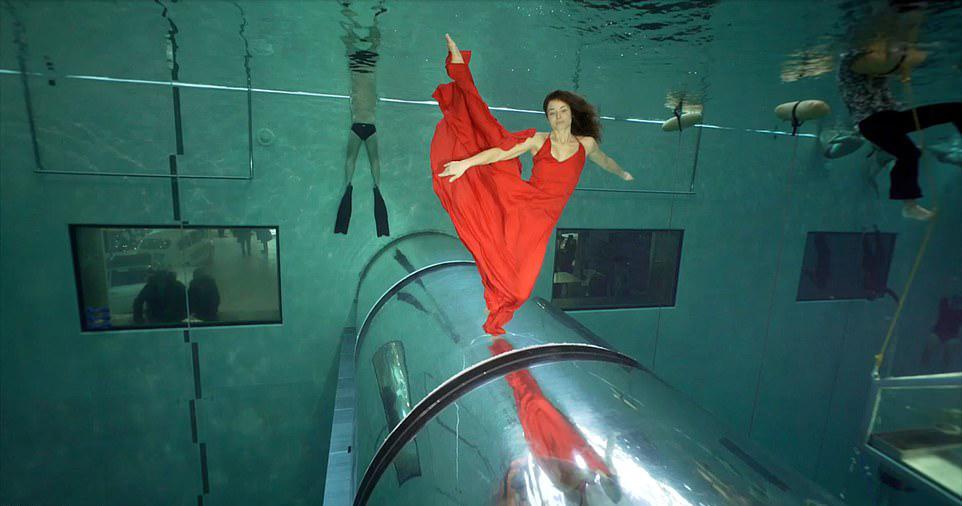숨 안 쉬고 3분28초… 수중 댄스로