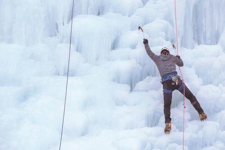 거대 빙벽에 도전하는 짜릿함