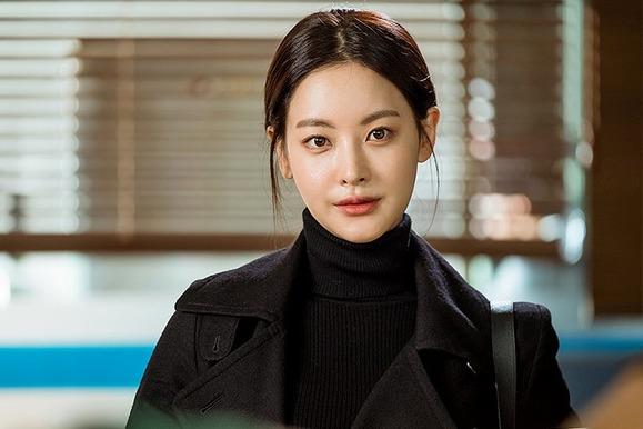 가수로 데뷔해 '리틀 김희선'이라 불