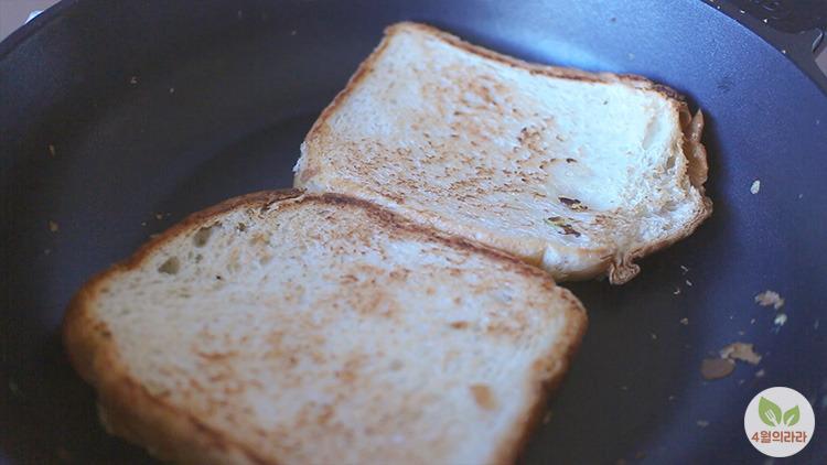 아침 식사 대용 추억의 길거리 토스트