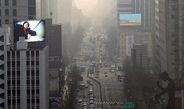 중국·한국 덮친 최악 미세먼지, 일본