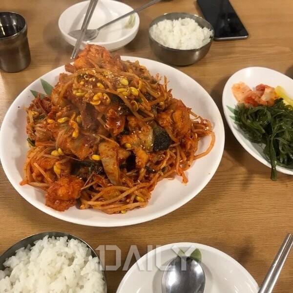 매콤&아삭한 콩나물과 쫄깃한 식감이