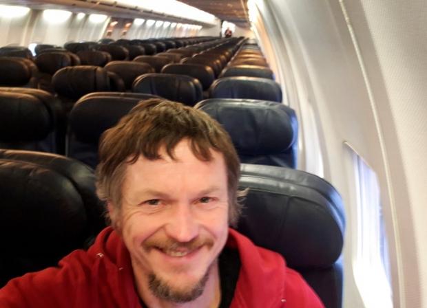 비행기에 승무원은 5명, 승객은 나뿐