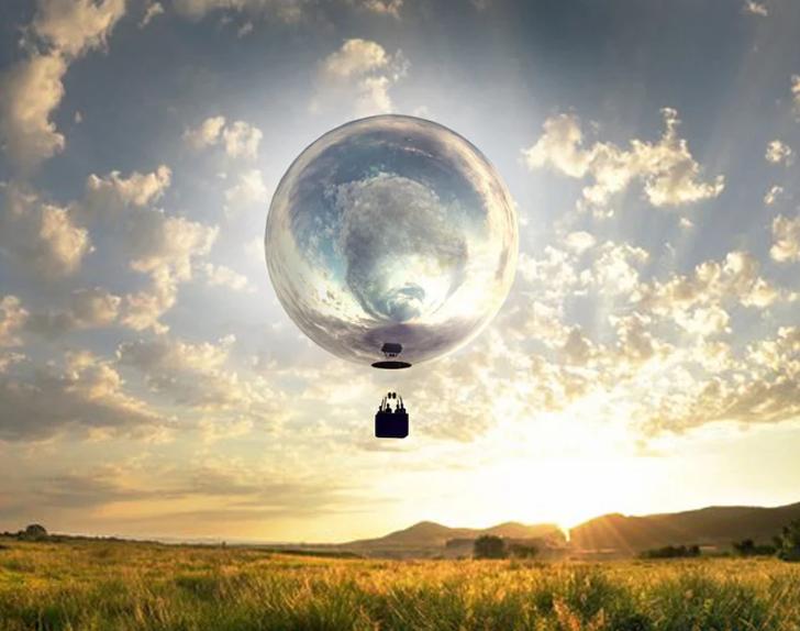 푸른 하늘에 거대한 '거울 풍선'이