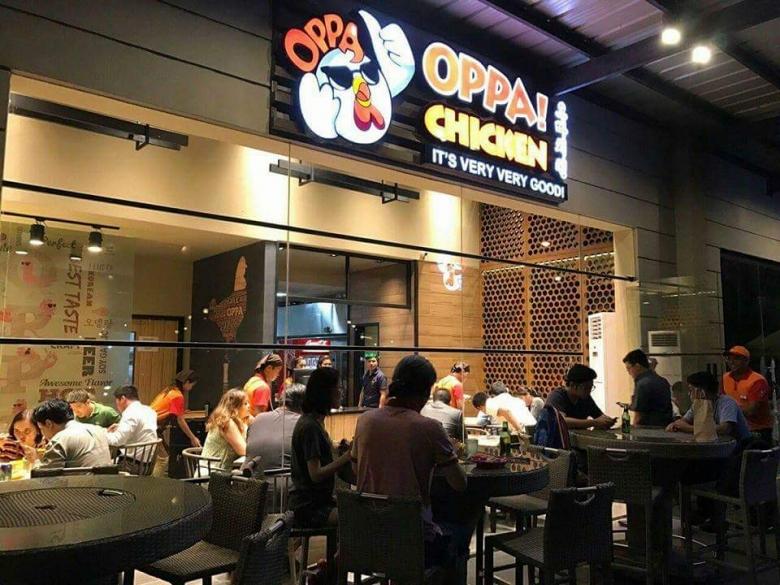 필리핀에서 오빠치킨 브랜드를 만들기 위해 안태양 대표는 한국의 치킨집에서 하루에 200마리씩 치킨을 튀기며 노하우를 배웠다. [푸드컬처랩 제공]