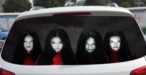 차량 뒷유리에 '귀신스티커' 붙인 운