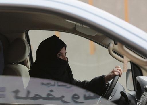사우디, 역사적인 '여성 운전' 첫