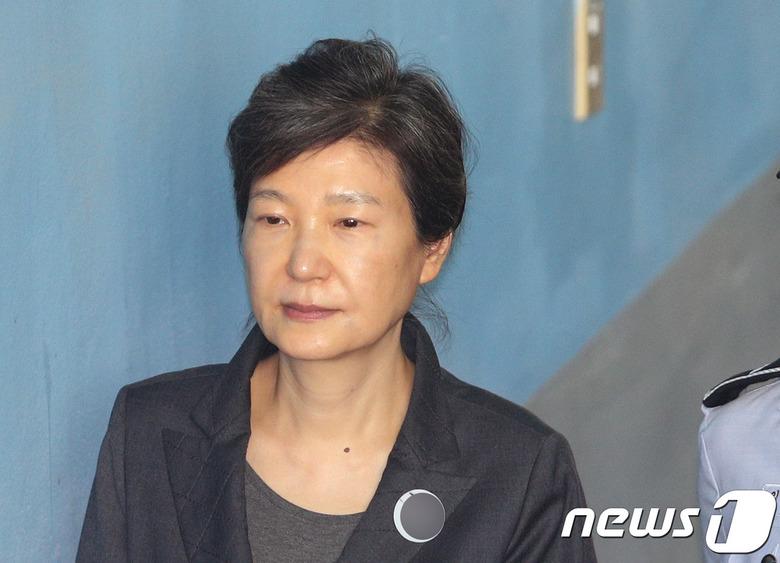 1년 맞은 국정농단 사태… 박근혜 재