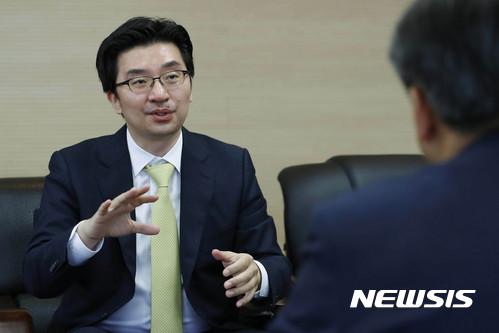 """""""나는 왜 박근혜 변호인이 되었나"""""""