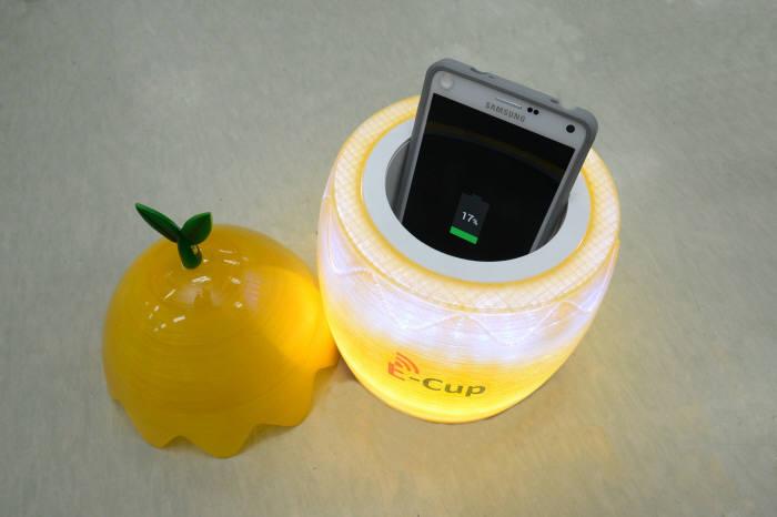 스마트폰 충전을 컵 안에서?...ET
