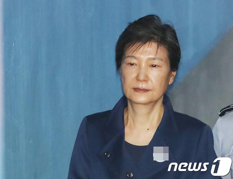 박근혜 없는 '궐석재판' 결정…향후