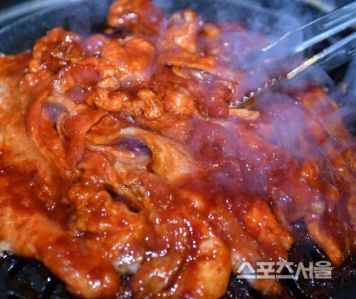 '고기를 먹어야 새해가 밝아온다' 송