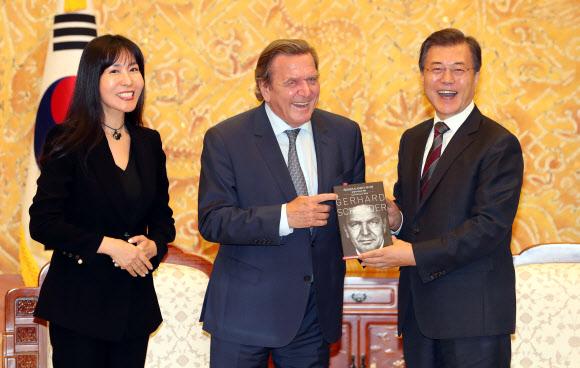 슈뢰더 전 독일 총리, 김소연씨와 다