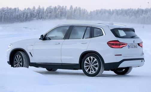 BMW 최초의 전기 SUV iX3 개