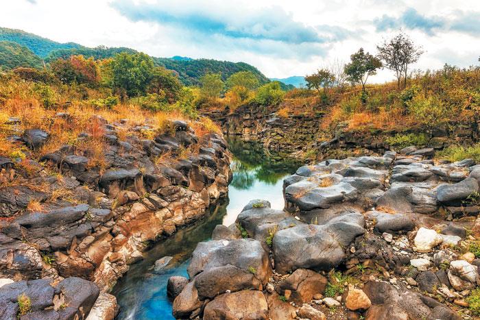 에메랄드빛 폭포에 넋 잃고, 한탄강