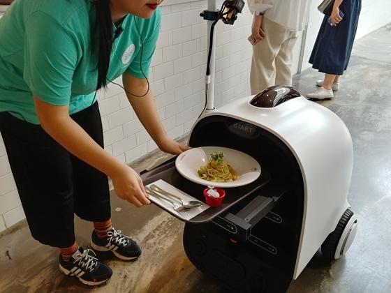 로봇 주방시대 … 요리하고 커피 뽑고
