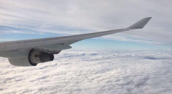 비행기가 구름 위로 날아가는 이유