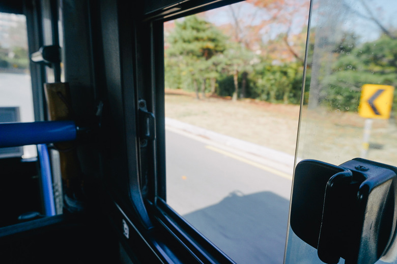 창문 밖으로 스쳐가는 나의 여행