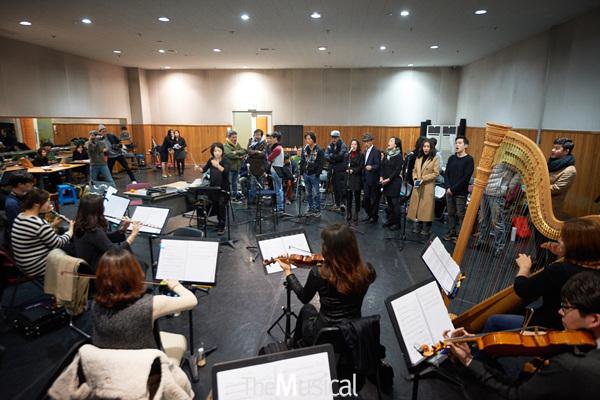 '오케피'의 진짜 주인공 오케스트라