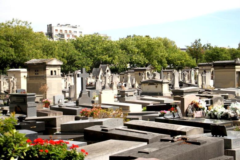 시내 한복판, 파리의 공동묘지