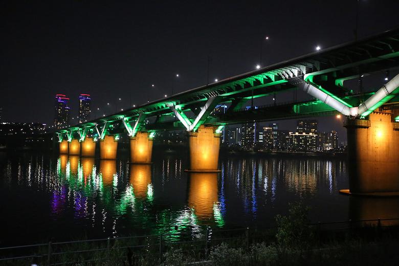 해 진 뒤가 더 아름다운 서울의 여름