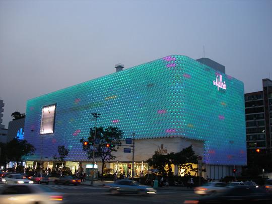 건축 외관에 구현된 미디어아트