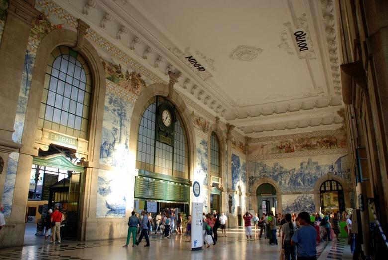 유럽 여행 중 만나는 아름다운 기차역