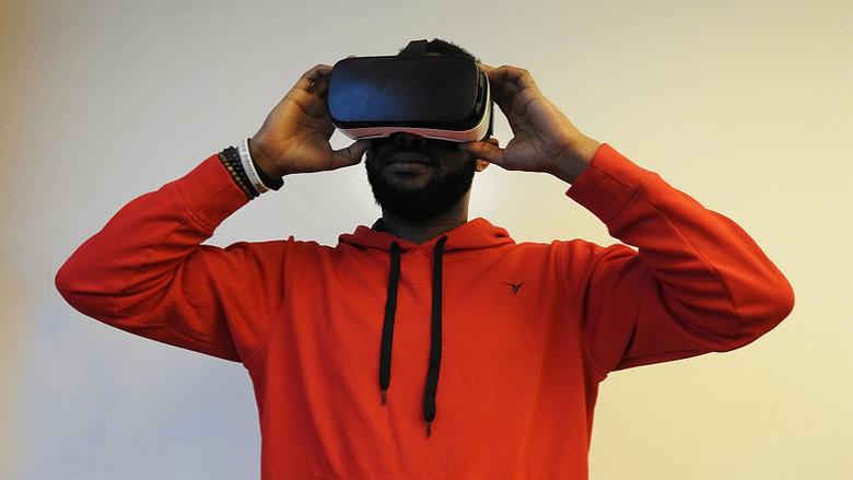 VR, 정말 핫한 거 맞나요?