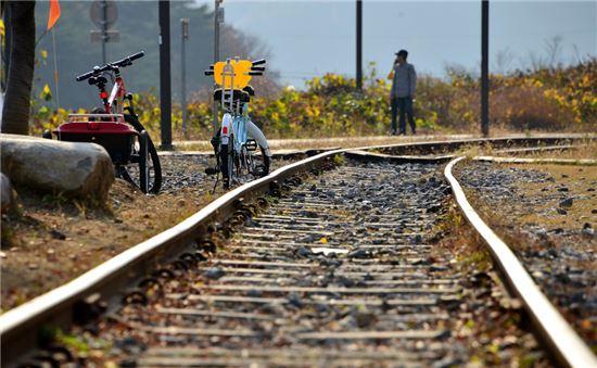 기차가 서지않는 간이역… 사랑이 멈춰