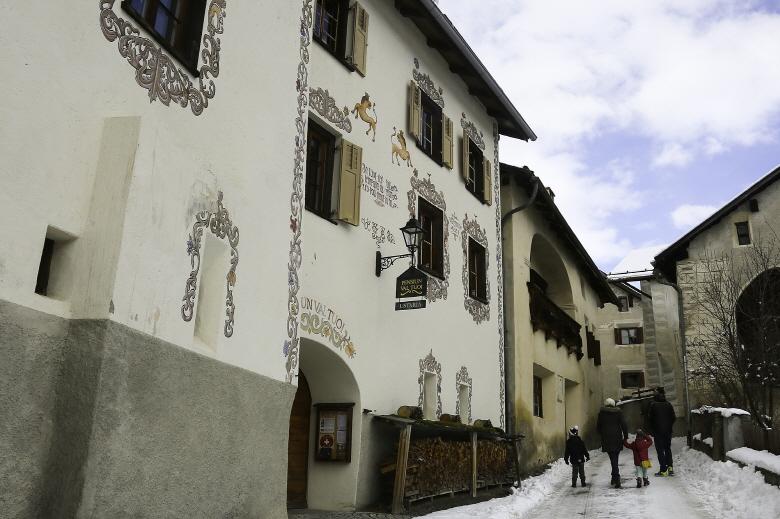 스위스 동화 속 마을 '구아르다'