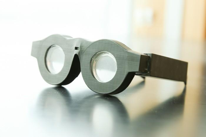 자동으로 초점 맞춰주는 스마트 안경?