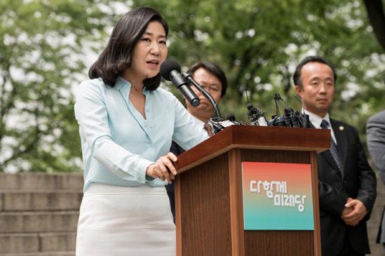 정치혐오를 부추기는 '특별시민'