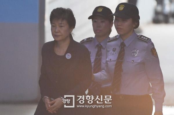 여유로워진 박근혜···'40년 지기'