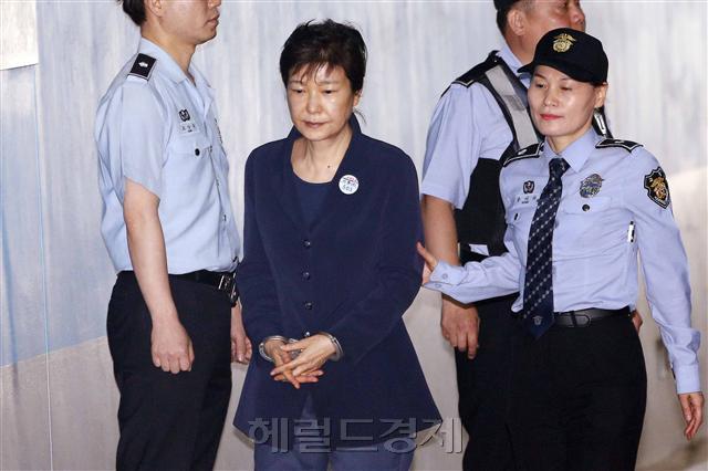 '알권리 vs 정치쇼'…朴재판 생중계