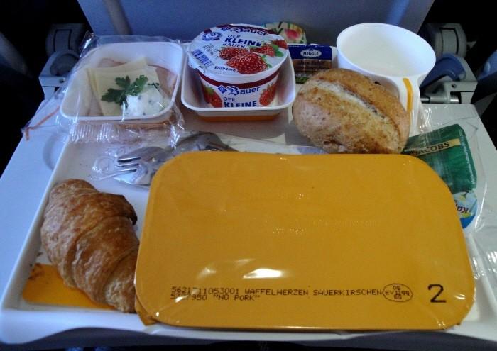 비행기 기내식을 맛없게 느끼는 이유?