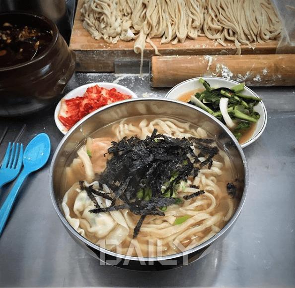 서울 광장시장 먹거리 뿌시기