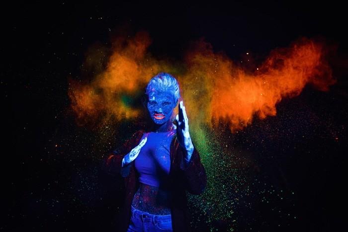 어둠 속 빛나는 피사체… 형광 사진술