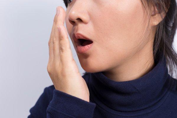 갑작스런 딸꾹질을 멈추는 방법
