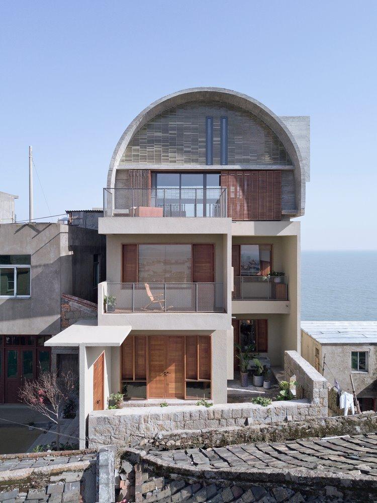 아치형 지붕으로 시선을 사로잡는 독특
