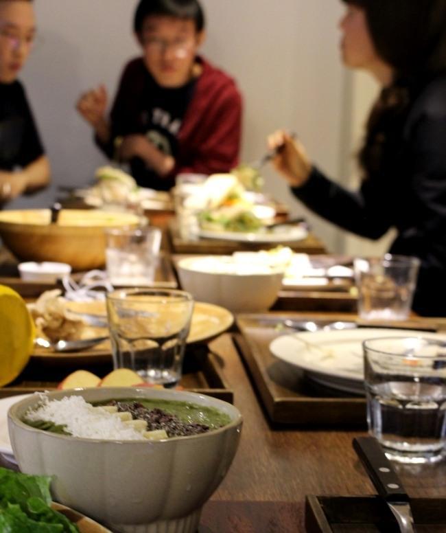 청년들은 각자의 메뉴를 나눠 먹으면서 이야기를 나눴다. 집에서 시도했던 비건 레시피나 괜찮은 채식 레스토랑을 공유하기도 했다.