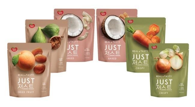 고구마ㆍ군밤ㆍ망고 등의 원물간식을 선보여온 동원F&B는 최근 원물간식 브랜드 '저스트'를 론칭했다. 야채칩과 코코넛칩, 건과일 등 6종을 선보인다.