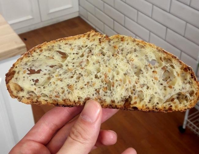김 아나운서의 빵들은 겉보기엔 투박한 인상을 주지만 속은 촉촉하고 부드럽다.