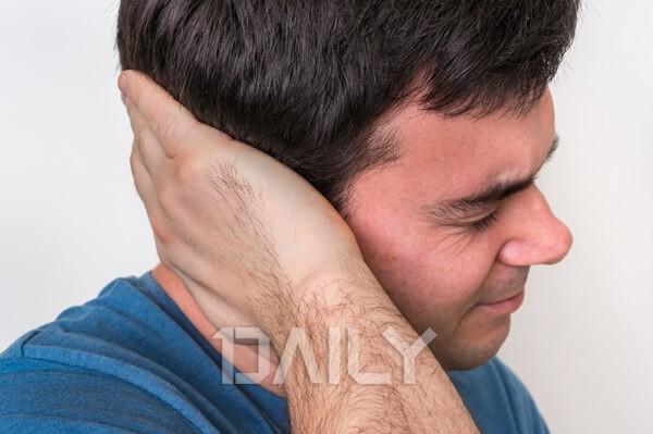 인두염과 중이염 증상을 알리는 '귀통