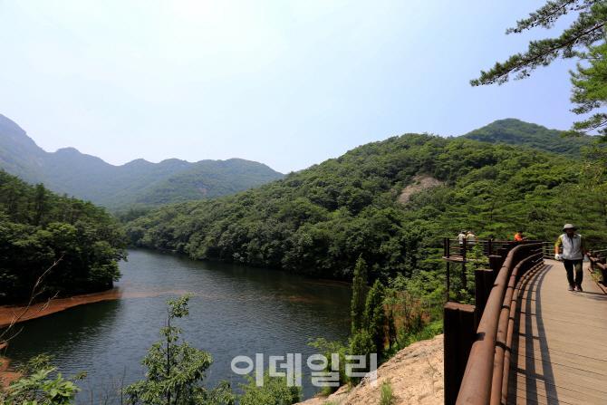 '억겁세월 땅' '화산속살 물'…변