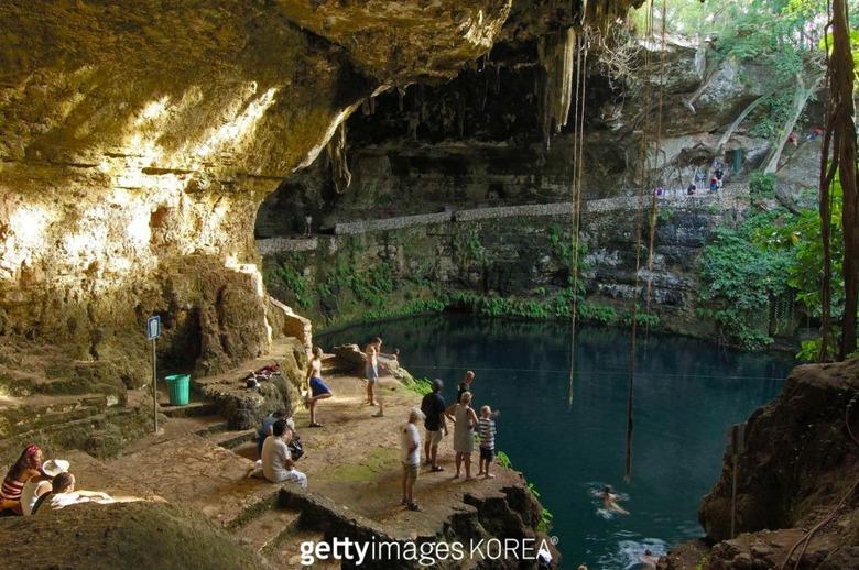 수영도 즐기는 세계의 아름다운 동굴