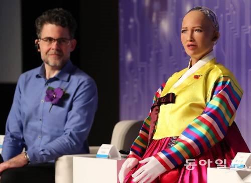 AI 로봇, 유독 여자 목소리가 많은