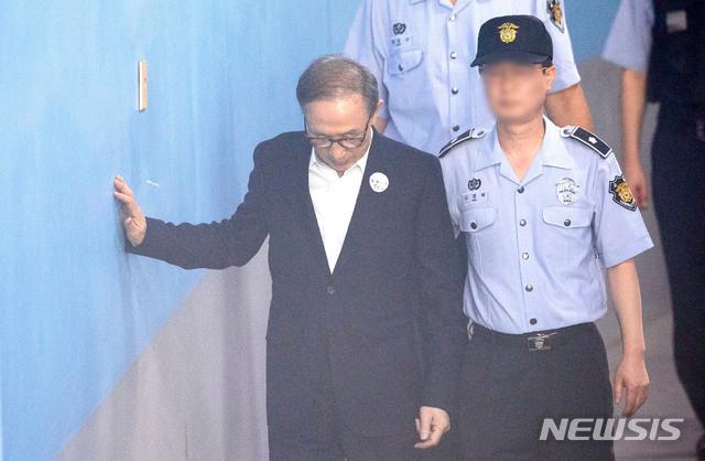 """검찰, 이명박에 징역 20년 구형…"""""""